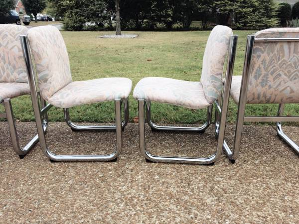 Set of Chrome Dining Chairs     $150    These would be amazing with a new fabric.    View on Craigslist