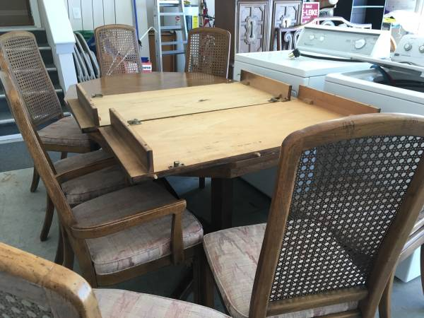 Thomasville Dining Set $40 This is a great project piece and a great price! View on Craigslist