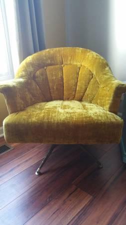 Vintage Ladies Chair     $85     View on Craigslist
