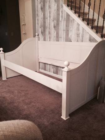 Daybed $199 View on Craigslist