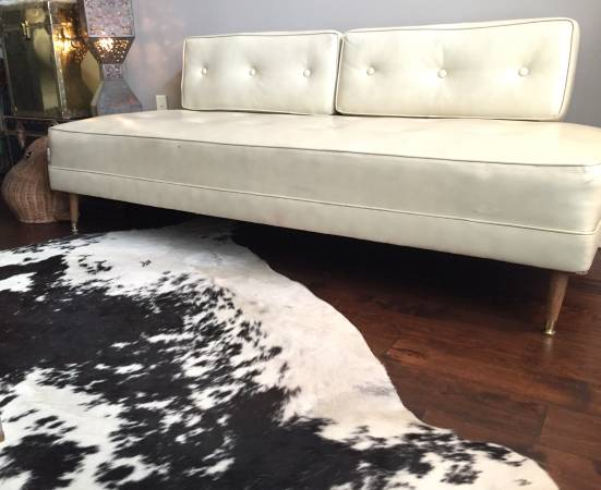 Vintage Retro Sofa     $300     View on Craigslist