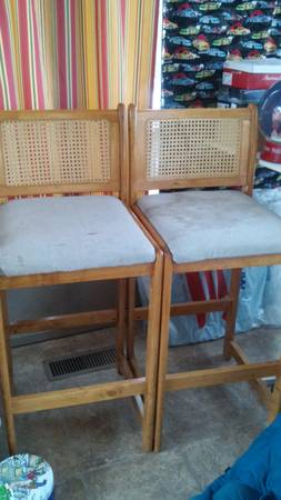 Pair of Stools     $10    These need some work but would look great with a fresh coat of paint and a reupholstered seat.     View on Craigslist