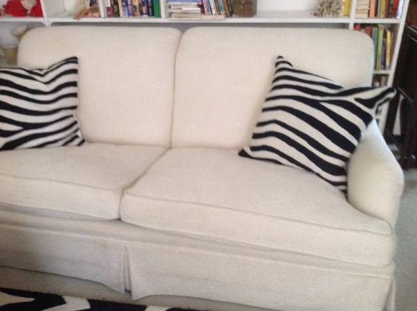 Off White Sofa     $195     View on Craigslist