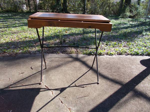 Flip Top Wood/Iron Desk     $45     View on Craigslist