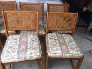 Set of 6 Dining Chairs     $40   These are the perfect project chairs!    View on Craigslist