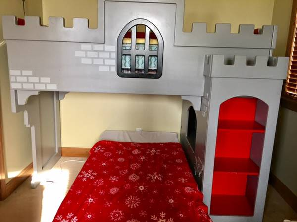 Castle Bed     $200     View on Craigslist