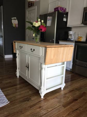 Kitchen Island     $100     View on Craigslist