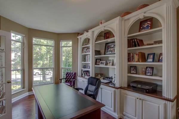 Built-In Bookshelves     $400     View on Craigslist