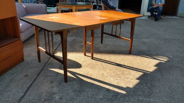 Mid-Century Dining Table     $100     View on Craigslist
