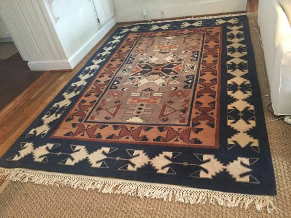 6' x 9' Rug     $250     View on Craigslist