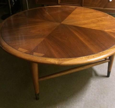 Mid-Century Lane Coffee Table     $200     View on Craigslist