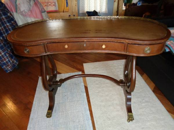 Kidney Shaped Desk     $100     View on Craigslist