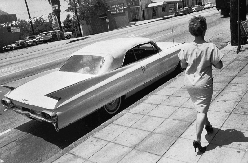 Bruce Davidson,  Woman Walking Along, Wilshire Blvd ,  LA , 1964