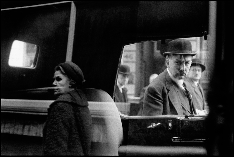 Bruce Davidson (b. 1933), London, 1960, gelatin silver print. © Bruce Davidson/Magnum Photos, photo courtesy of The Huntington Library, Art Collections, and Botanical Gardens.