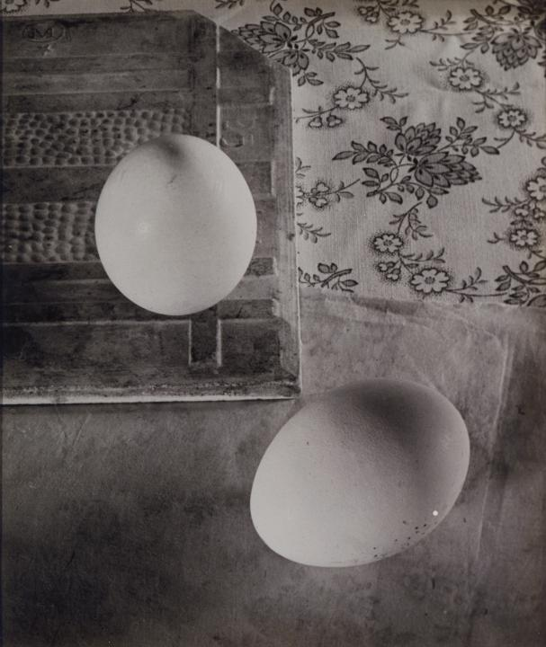 ringl + pit .  Das Ei des Columbus  (Columbus's Egg). 1930 CREDIT: ESTATE OF HORACIO COPPOLA