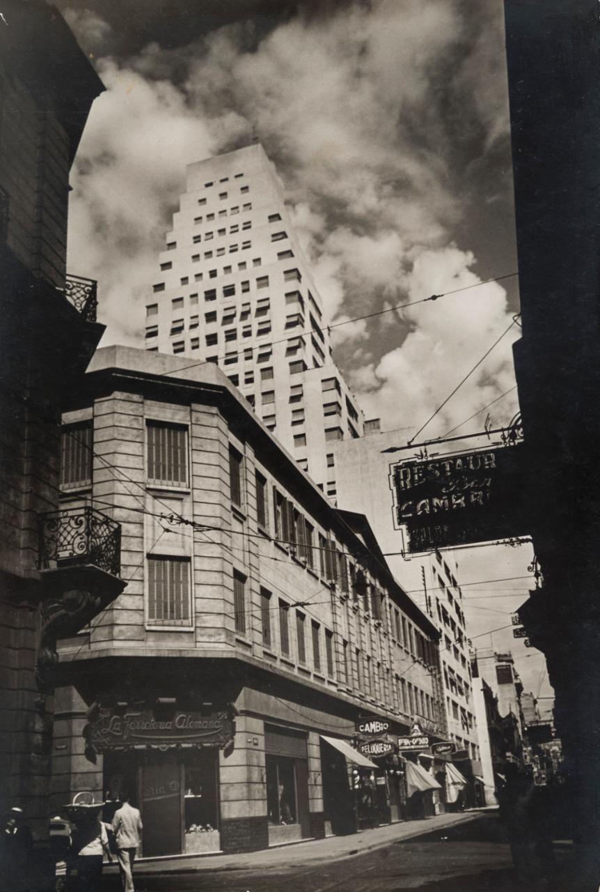 Horacio Coppola .  Calle Corrientes esquina Reconquista  (Calle Corrientes at the Corner of Reconquista). 1936 CREDIT:ESTATE OF HORACIO COPPOLA
