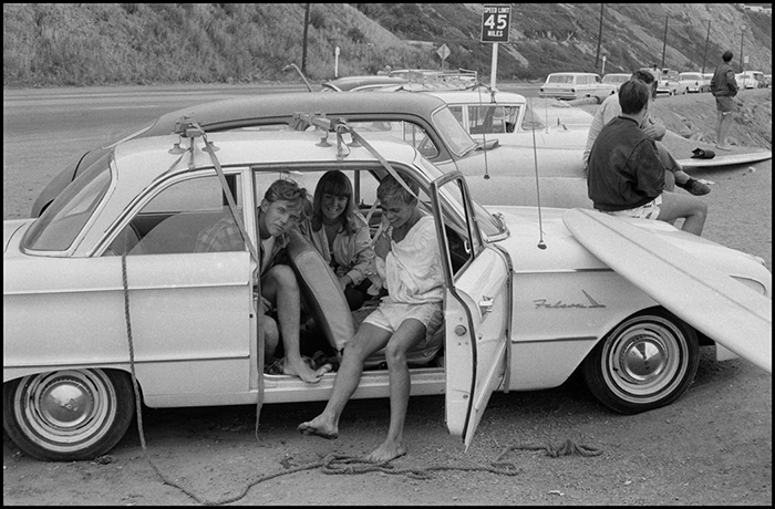Bruce Davidson, Surfers along Pacific Coast, Los Angeles, California, 1964
