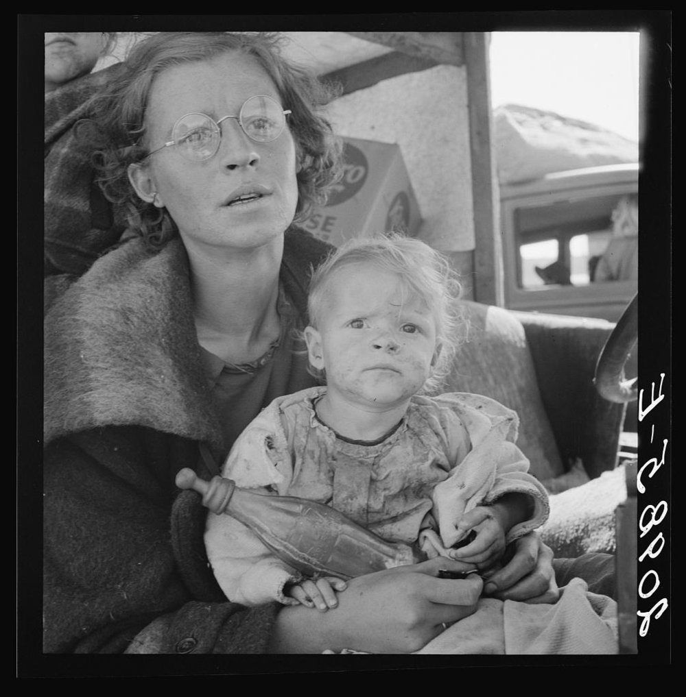 Dorothea Lange, Mother and two children on the road.