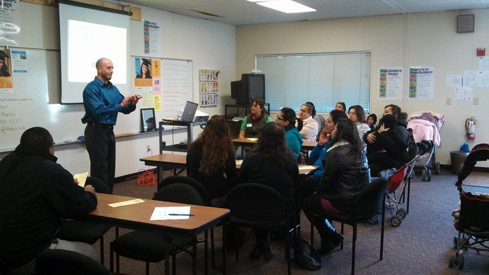 SIREN community organizer Jeremy Barousse delivering a know your rights presentation to the Spanish-speaking parent club at Selma Olinder Elementary School.