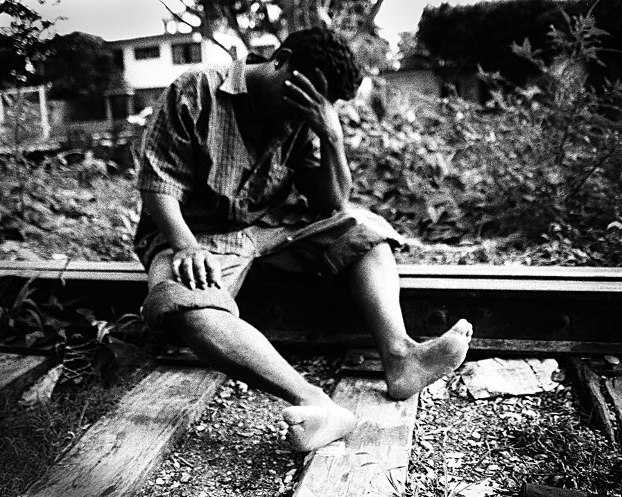 A man with wounds on his feet after walking for 9 days from the Guatemalan border to the first stop of the cargo train.    Arriaga, Chiapas, Mexico. 2007