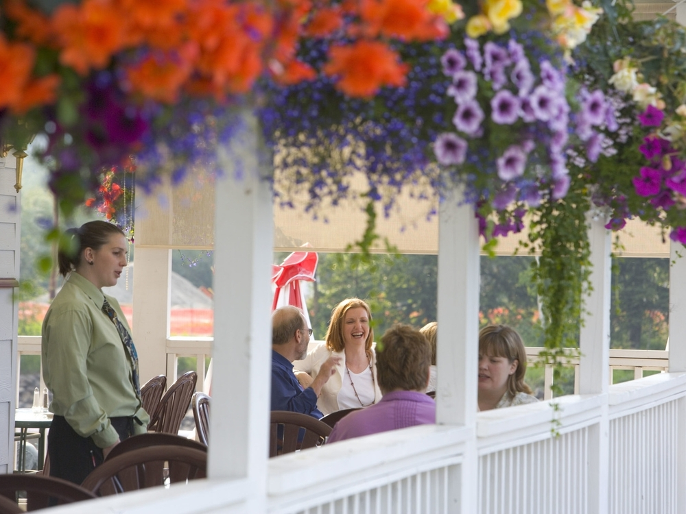 Enjoy casual outdoor seating or dine in the lodge or breakfast buffet room.