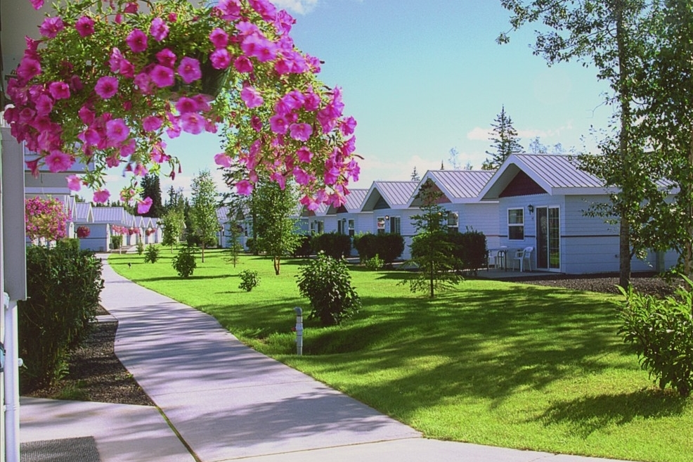 Inaddition to our standard Garden Cottages; a limited number of Riverfront Cottages provide a place to rest and relax where the sounds of the Chena River flowing joins with the rustling of birch leaves.