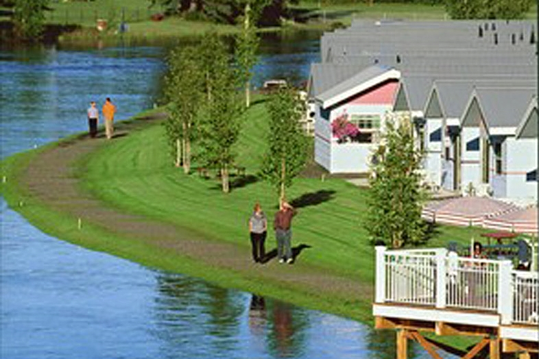 The River's Edge Resort offers lodging in riverfront & garden guest cottages. Situated along the banks of the Chena River as our guest you can soak up the midnight sun from your private patio or walk along the Chena River. The grounds are beautifully maintained with abundant flowers, hedges and green lawns.
