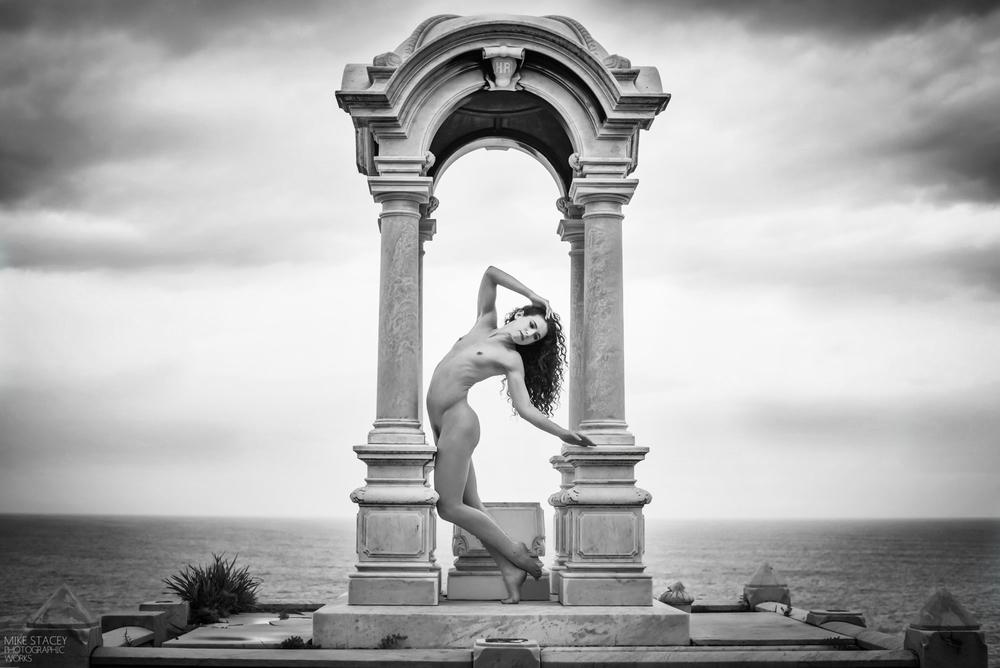 Iconic Rites, Keira Grant