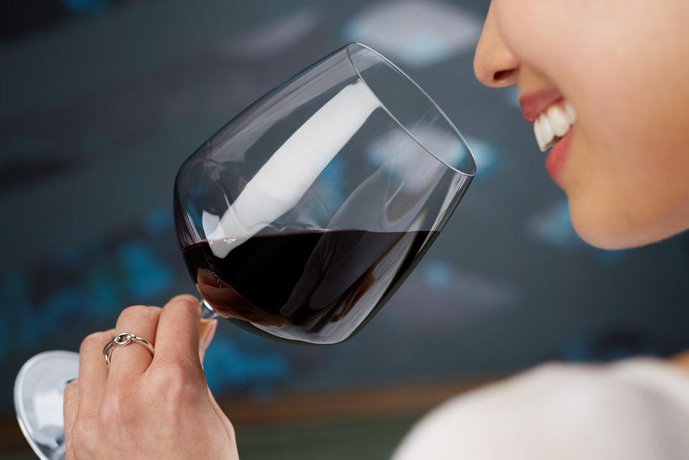 DrinkingWine_EdwardBoe_FoodAndBeveragePhotography_SteadfastChicago.jpg