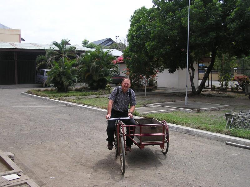 2005 ross the sepeda man.jpg