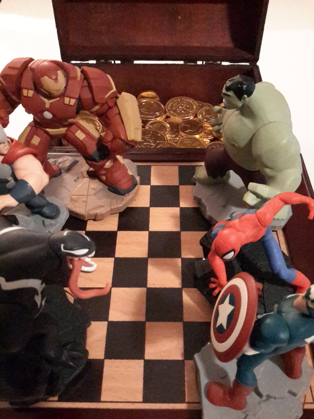 Superheroes, Gold and Chess