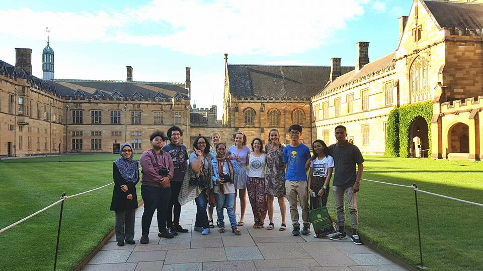 Meeting Australian students in the Quad at Sydney University