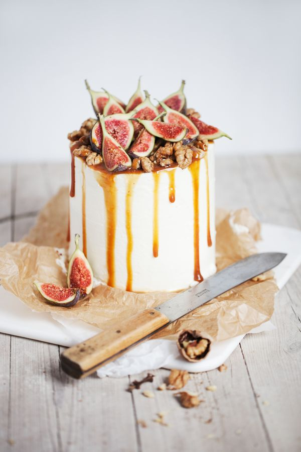 Serving the cake as dessert gives you the perfect excuse to push the boat out with the flavour. Just the thought of this cake makes me hungry: chocolate ombre cake with mascarpone goat cheese filling & caramel fig walnut top via  Wedding Sparrow on pinterest .
