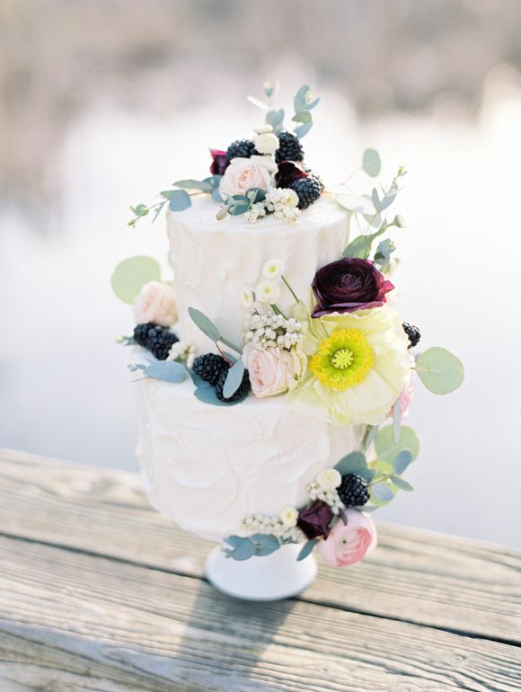 Simple cake decorated with delicate poppies and luscious blackberries.  (via Wedding Sparrow on Pinterest)
