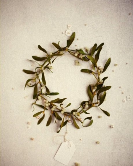 mistletoe crown.jpg