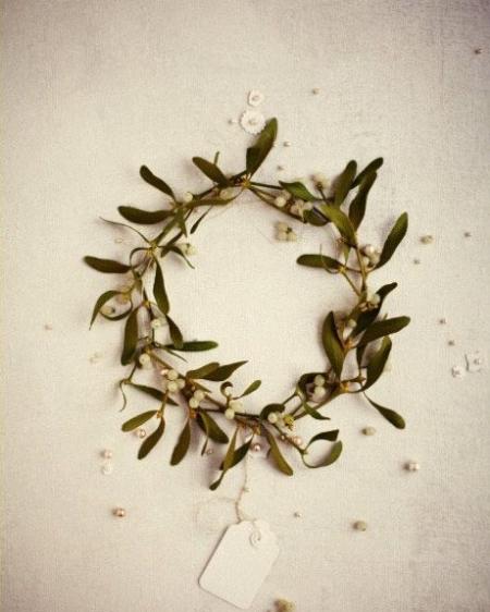 mistletoe crown.jpg