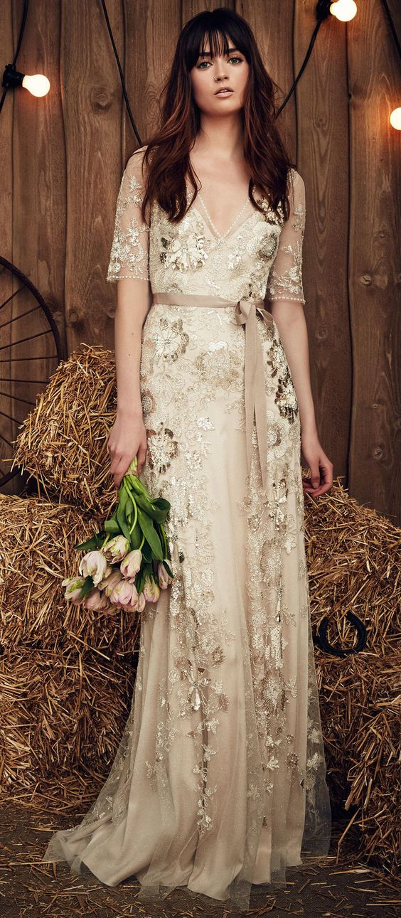 Jenny Packham: Simple yet oh-so-glamorous gold lace overlay.