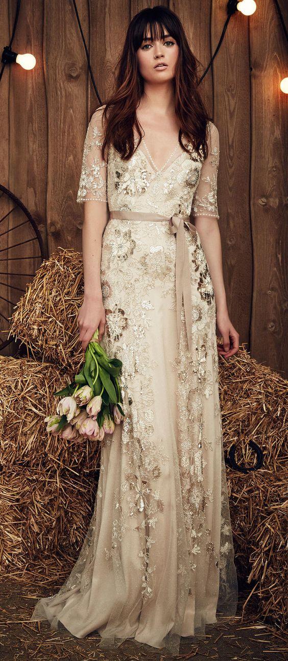 Jenny Packham: Simple yet oh-so-glamorous gold lace overlay.