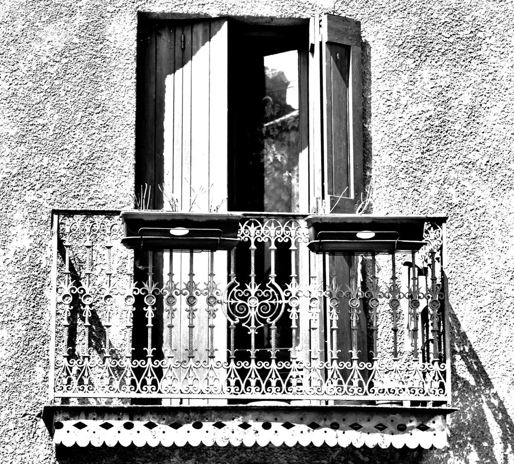 B&w balcony.jpeg