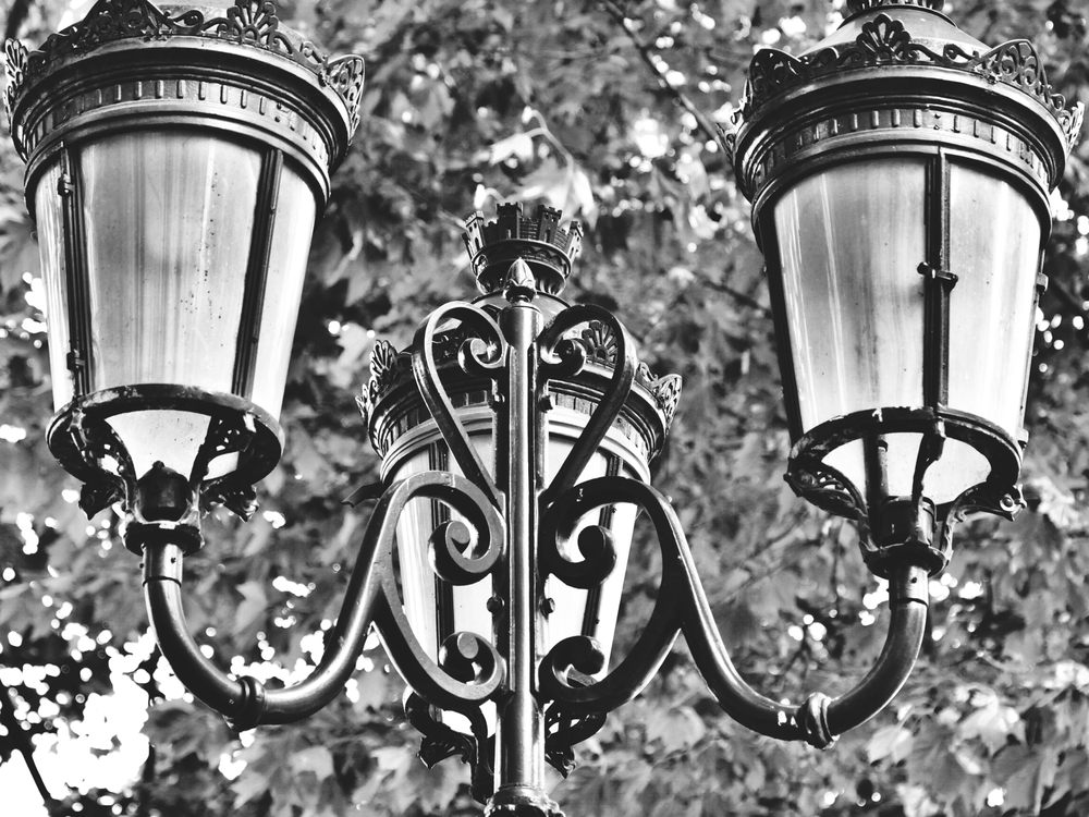 Parisienne street lights.jpeg