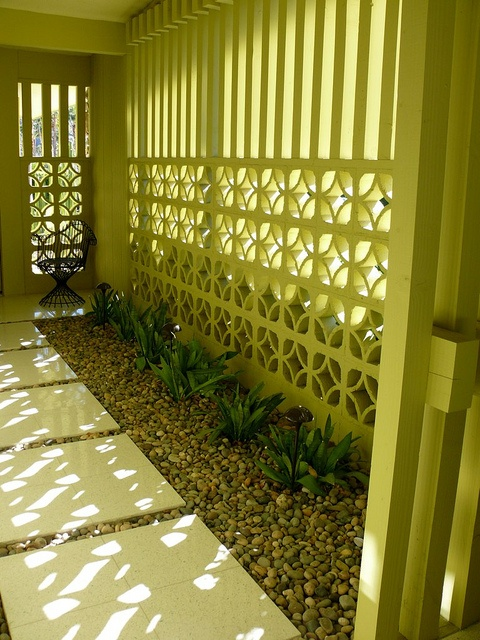 Breeze blocks allow dappled shade, can be painted and are an affordable way of making a statement in a small area. Source: sweet-marylou.blogspot.com