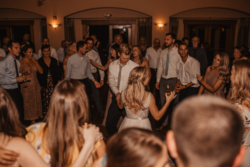 zenith-vineyard-oregon-summer-wedding-1100.jpg
