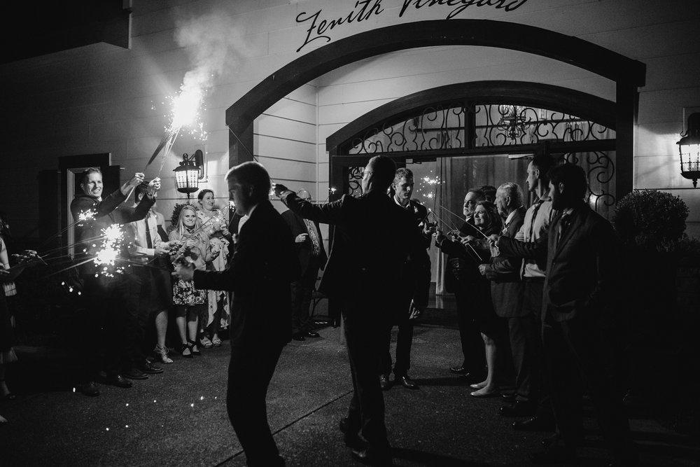 zenith-vineyard-oregon-summer-wedding-1104.jpg