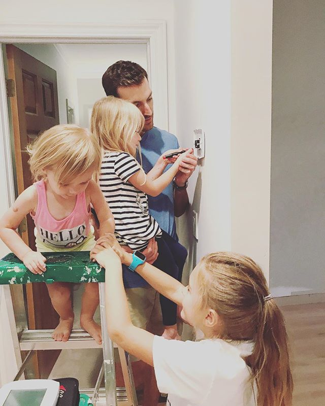 A simple home electrical lesson...and a lesson in mischievousness. #tinysteiny #homerenovations #blusharrowhomes #diyhome