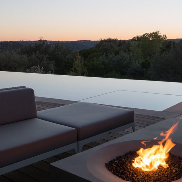 Enjoyed the last few days of cool fall weather by our clients #modernpool.  @ecosmartfire @modernconstructors @janthe3rd design
