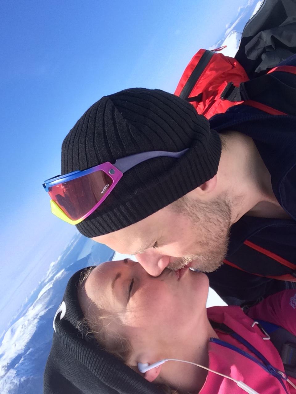 Kiss, kiss… Herifra kunne vi se toppen. Som av en grunn gidd litt ekstra energi