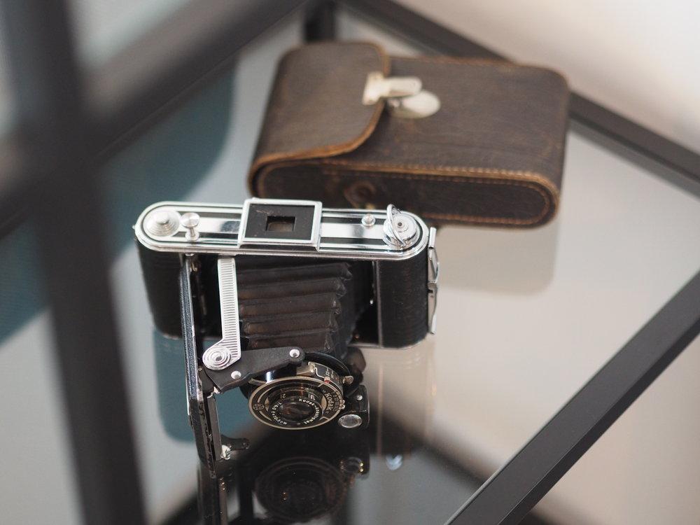Hvor kult er ikke dette kameraet? Det er et Olympus kamera fra 60 tallet.