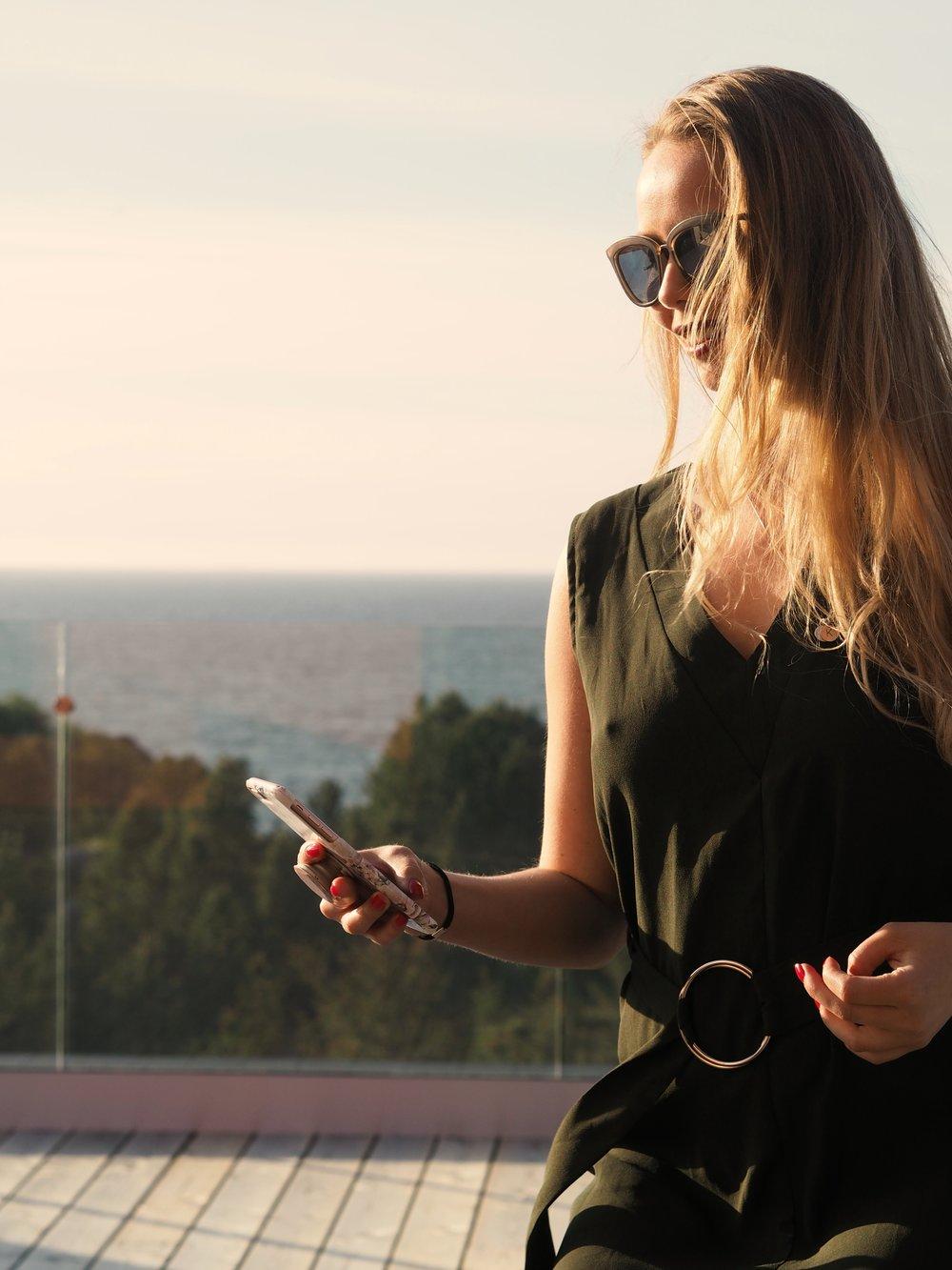 //kjole RiccoVero//solbriller Le Specs