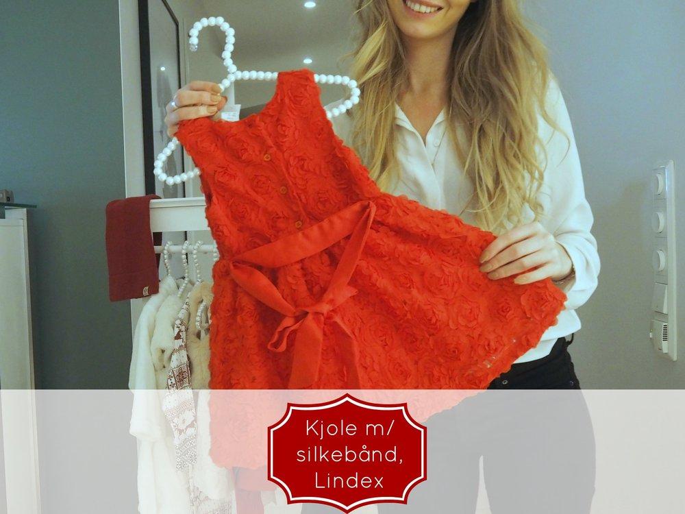 a babygirls outfit for christmas / en pikes julegarderobe. Kjole med silkebånd fra Lindex