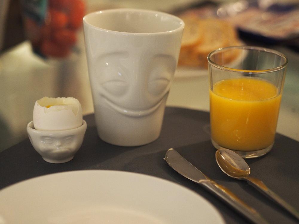 tassen krus og egg glass